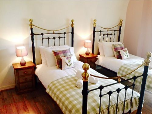Upfront,up,front,reviews,accommodation,self,catering,rental,holiday,homes,cottages,feedback,information,genuine,trust,worthy,trustworthy,supercontrol,system,guests,customers,verified,exclusive,abbey church 24,highland club direct,fort augustus,,image,of,photo,picture,view