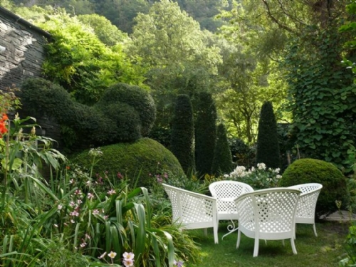 Coombe Cottage, Garden, Lakes Cottage Holidays