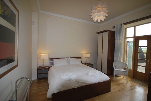 Double bedroom (double bed, ensuite, patio doors)