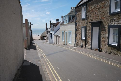 Looking down School Wynd towards beach from Harbour View entrance