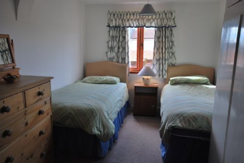 Twin bedroom (two single beds)