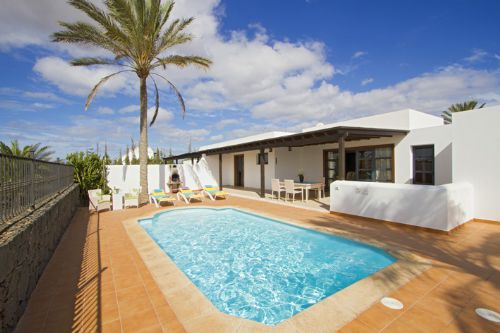 Villa Rebecca in Playa Blanca, Lanzarote with swimming pool and garden area