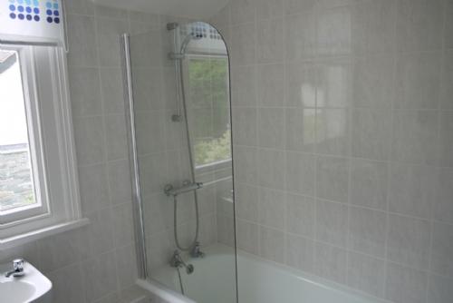 Riverdale, Bathroom, Lakes Cottage Holidays