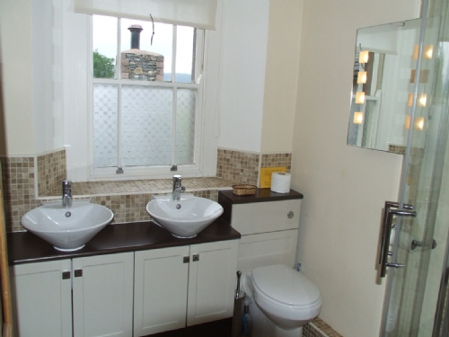 Greenbank Farmhouse, En-Suite Bathroom, Lakes Cottage Holidays