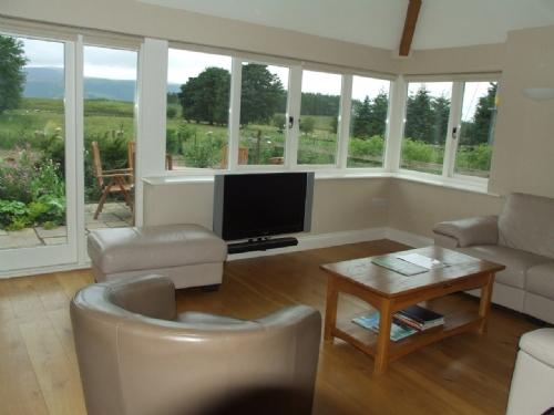 Greenbank Farmhouse, Lounge, Lakes Cottage Holidays