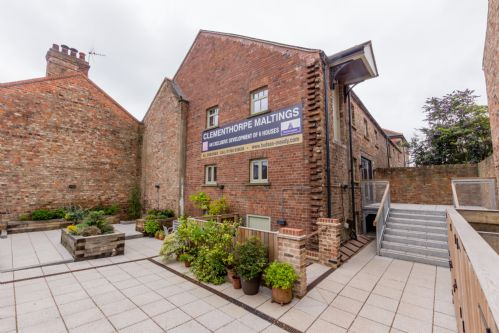 Upfront,up,front,reviews,accommodation,self,catering,rental,holiday,homes,cottages,feedback,information,genuine,trust,worthy,trustworthy,supercontrol,system,guests,customers,verified,exclusive,2 clementhorpe maltings,stays york,york,,image,of,photo,picture,view