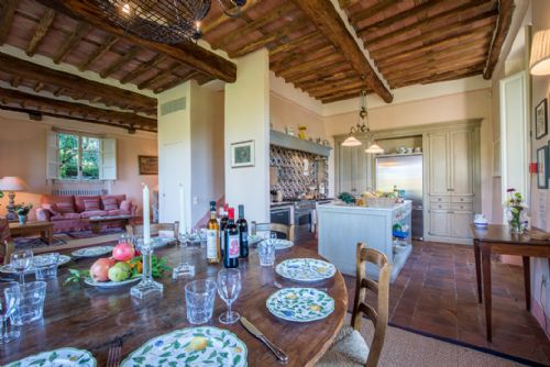 Upfront,up,front,reviews,accommodation,self,catering,rental,holiday,homes,cottages,feedback,information,genuine,trust,worthy,trustworthy,supercontrol,system,guests,customers,verified,exclusive,la limonaia,bridgewater's idyllic italy,ponte a moriano,  saltocchio, lucca.,,image,of,photo,picture,view