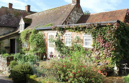 Upfront,up,front,reviews,accommodation,self,catering,rental,holiday,homes,cottages,feedback,information,genuine,trust,worthy,trustworthy,supercontrol,system,guests,customers,verified,exclusive,farmhouse cottage,the garlic farm,newchurch,,image,of,photo,picture,view