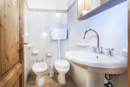 BAthrooms, bright and clean