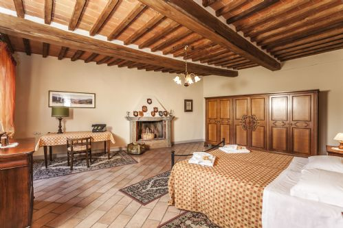 Very spacious bedrooms, bright and full of Tuscan style