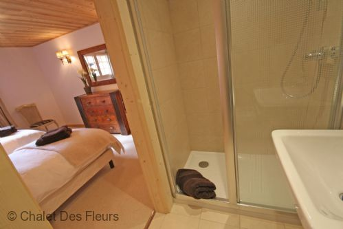 Upfront,up,front,reviews,accommodation,self,catering,rental,holiday,homes,cottages,feedback,information,genuine,trust,worthy,trustworthy,supercontrol,system,guests,customers,verified,exclusive,chalet iona,chalet des fleurs,st jean d'aulps,,image,of,photo,picture,view