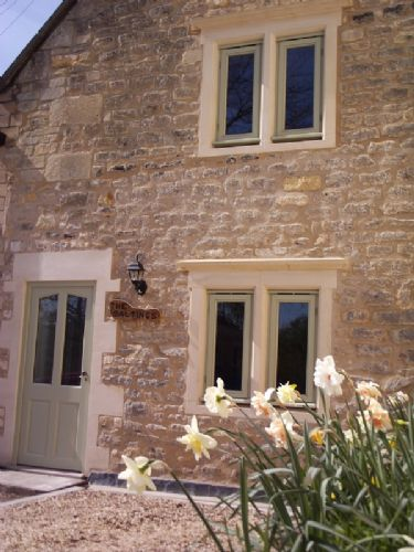 Upfront,up,front,reviews,accommodation,self,catering,rental,holiday,homes,cottages,feedback,information,genuine,trust,worthy,trustworthy,supercontrol,system,guests,customers,verified,exclusive,the saltings,stay in bath,bath,,image,of,photo,picture,view