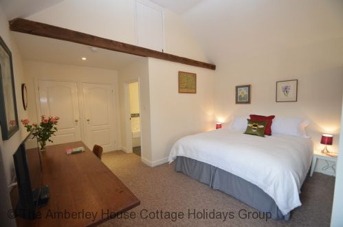 Upfront,up,front,reviews,accommodation,self,catering,rental,holiday,homes,cottages,feedback,information,genuine,trust,worthy,trustworthy,supercontrol,system,guests,customers,verified,exclusive,daisy ,the amberley house cottage holidays group,rye,,image,of,photo,picture,view