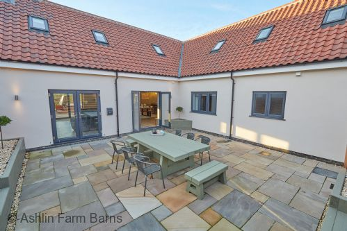 Upfront,up,front,reviews,accommodation,self,catering,rental,holiday,homes,cottages,feedback,information,genuine,trust,worthy,trustworthy,supercontrol,system,guests,customers,verified,exclusive,holly tree barn,ashlin farm barns,lincoln,,image,of,photo,picture,view