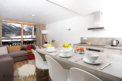 Open plan kitchen and breakfast bar