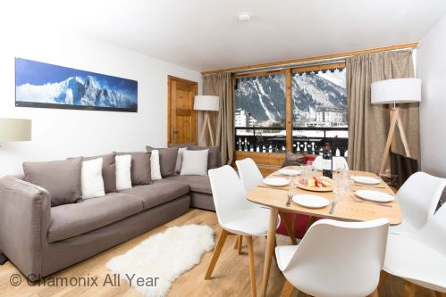 Lounge with balcony views of Le Savoy nursery ski area