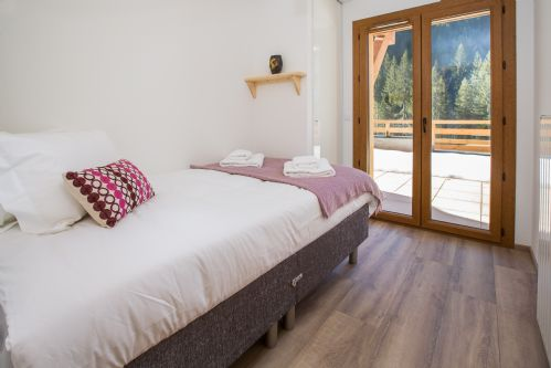 Upfront,up,front,reviews,accommodation,self,catering,rental,holiday,homes,cottages,feedback,information,genuine,trust,worthy,trustworthy,supercontrol,system,guests,customers,verified,exclusive,apartment source d'aulps,chalet des fleurs,morzine,,image,of,photo,picture,view