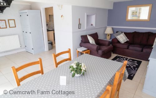 Upfront,up,front,reviews,accommodation,self,catering,rental,holiday,homes,cottages,feedback,information,genuine,trust,worthy,trustworthy,supercontrol,system,guests,customers,verified,exclusive,the hayloft,cwmcrwth farm cottages,llandeilo,,image,of,photo,picture,view