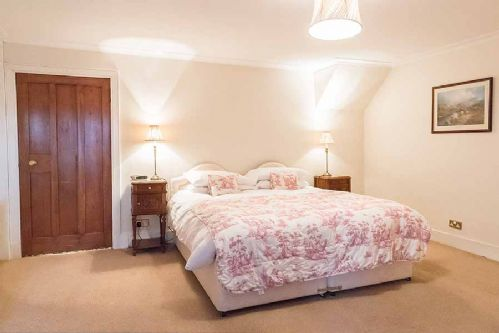 Upfront,up,front,reviews,accommodation,self,catering,rental,holiday,homes,cottages,feedback,information,genuine,trust,worthy,trustworthy,supercontrol,system,guests,customers,verified,exclusive,rossie ochil house,solid luxury ,forgandenny,,image,of,photo,picture,view
