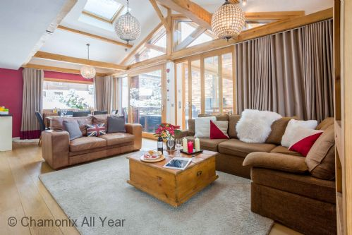 Open plan living area has plenty of space to be comfortable
