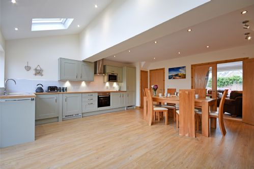 """""""Very clean, newly refurbished property with all mod cons.  Would thoroughly recommend."""""""