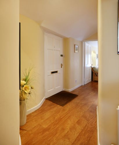 Upfront,up,front,reviews,accommodation,self,catering,rental,holiday,homes,cottages,feedback,information,genuine,trust,worthy,trustworthy,supercontrol,system,guests,customers,verified,exclusive,gloucester mews,greatbase apartments ltd,edinburgh,,image,of,photo,picture,view
