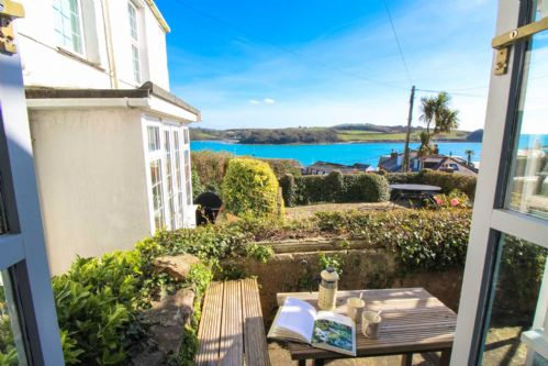Upfront,up,front,reviews,accommodation,self,catering,rental,holiday,homes,cottages,feedback,information,genuine,trust,worthy,trustworthy,supercontrol,system,guests,customers,verified,exclusive,chapel cottage,cornwalls cottages ltd,st mawes,,image,of,photo,picture,view