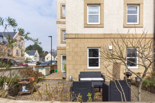 Upfront,up,front,reviews,accommodation,self,catering,rental,holiday,homes,cottages,feedback,information,genuine,trust,worthy,trustworthy,supercontrol,system,guests,customers,verified,exclusive,marina view apartment,pillow,inverkip,,image,of,photo,picture,view