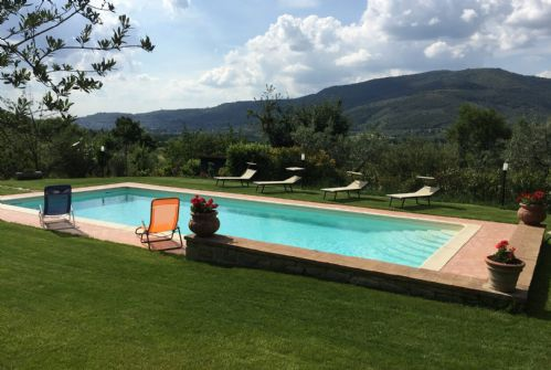 A lovely setting , a large garden surrounded by Tuscan countryside and - a large pool to enjoy