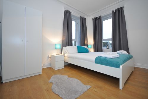 Upfront,up,front,reviews,accommodation,self,catering,rental,holiday,homes,cottages,feedback,information,genuine,trust,worthy,trustworthy,supercontrol,system,guests,customers,verified,exclusive,elderpark apartment 3,pillow,glasgow,,image,of,photo,picture,view