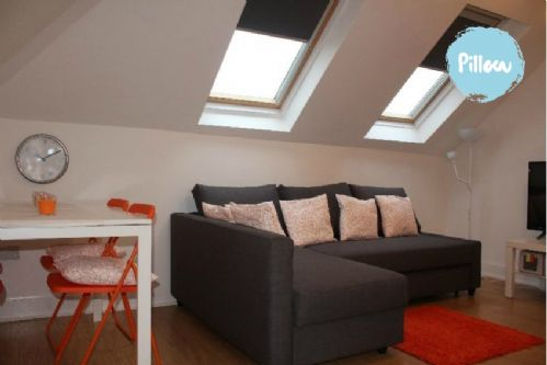 Upfront,up,front,reviews,accommodation,self,catering,rental,holiday,homes,cottages,feedback,information,genuine,trust,worthy,trustworthy,supercontrol,system,guests,customers,verified,exclusive,elder park apartment 5 the loft,pillow,govan,,image,of,photo,picture,view