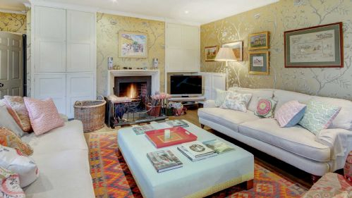 Newleaze Farm Living Area - StayCotswold