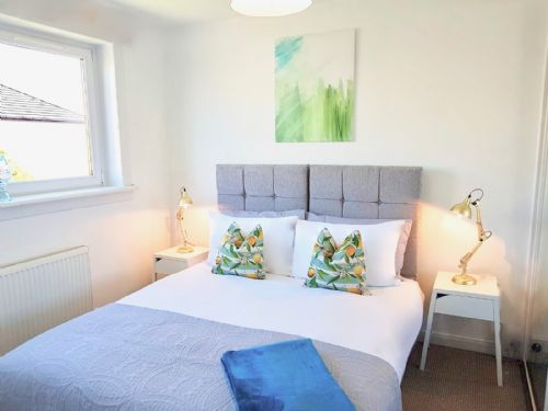 Upfront,up,front,reviews,accommodation,self,catering,rental,holiday,homes,cottages,feedback,information,genuine,trust,worthy,trustworthy,supercontrol,system,guests,customers,verified,exclusive,abbot's garden residence,pillow,arbroath,,image,of,photo,picture,view