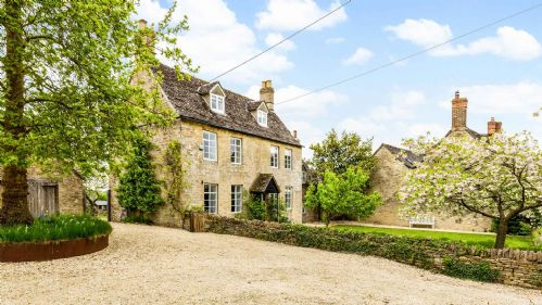Church Farmhouse Driveway - StayCotswold