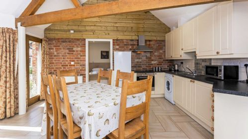 Upfront,up,front,reviews,accommodation,self,catering,rental,holiday,homes,cottages,feedback,information,genuine,trust,worthy,trustworthy,supercontrol,system,guests,customers,verified,exclusive,flower barn,staycotswold,shellingford, near faringdon,,image,of,photo,picture,view