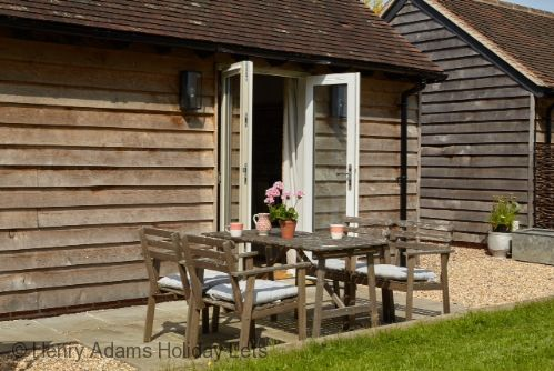 Upfront,up,front,reviews,accommodation,self,catering,rental,holiday,homes,cottages,feedback,information,genuine,trust,worthy,trustworthy,supercontrol,system,guests,customers,verified,exclusive,the snug , birdham ,henry adams holiday lets,birdham,,image,of,photo,picture,view