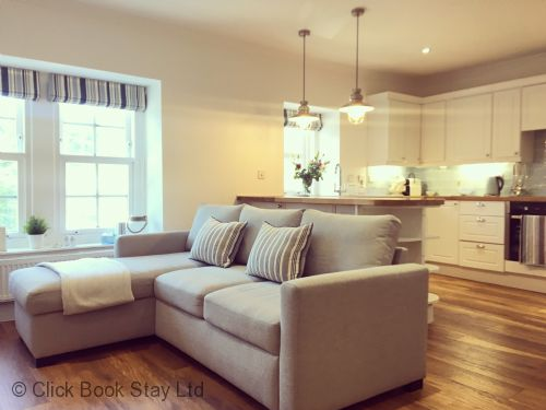 Aberdour Coastal Holiday Apartment - Living space