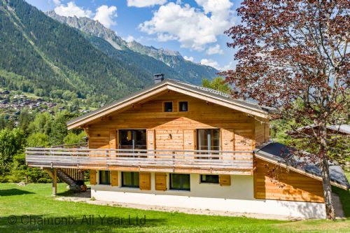 Chalet de l'Ours has a large terrace & garden with beautiful views
