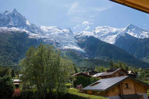 Mont Blanc & the glacier des Bossons are highlights in the breathtaking panorama
