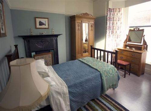 Upfront,up,front,reviews,accommodation,self,catering,rental,holiday,homes,cottages,feedback,information,genuine,trust,worthy,trustworthy,supercontrol,system,guests,customers,verified,exclusive,dylan thomas birthplace,clyne farm centre,swansea,,image,of,photo,picture,view