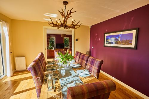 Upfront,up,front,reviews,accommodation,self,catering,rental,holiday,homes,cottages,feedback,information,genuine,trust,worthy,trustworthy,supercontrol,system,guests,customers,verified,exclusive,chapelhill-sleeps 8,auchenheglish luxury lodges,helensburgh,,image,of,photo,picture,view