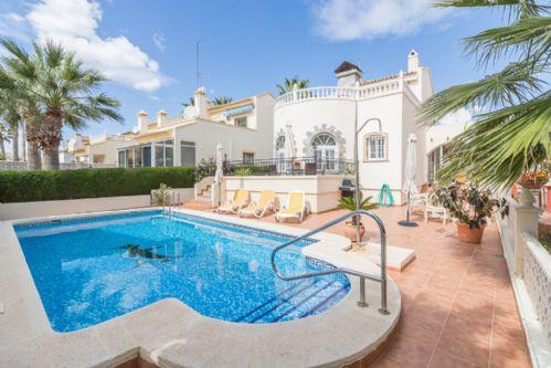 Villa Serena, Playa Flamenca, 3 Bed- Sleeps 6