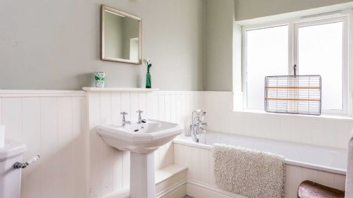High Street Bathroom - StayCotswold