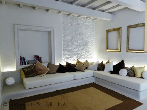 Upfront,up,front,reviews,accommodation,self,catering,rental,holiday,homes,cottages,feedback,information,genuine,trust,worthy,trustworthy,supercontrol,system,guests,customers,verified,exclusive,villa bianca lucca,bridgewater's idyllic italy,lucca,,image,of,photo,picture,view