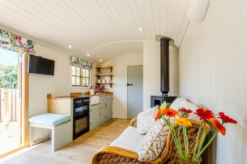 Upfront,up,front,reviews,accommodation,self,catering,rental,holiday,homes,cottages,feedback,information,genuine,trust,worthy,trustworthy,supercontrol,system,guests,customers,verified,exclusive,boskenna shepherds hut,boskenna home farm,penzance,,image,of,photo,picture,view