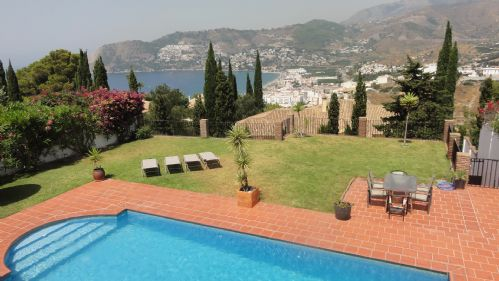 Upfront,up,front,reviews,accommodation,self,catering,rental,holiday,homes,cottages,feedback,information,genuine,trust,worthy,trustworthy,supercontrol,system,guests,customers,verified,exclusive,5 bedroom villa with sea views and private pool,villas away,la herradura,,image,of,photo,picture,view