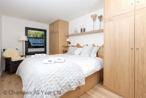 Double bedroom with plenty of built-in wardrobes for up to 4 people
