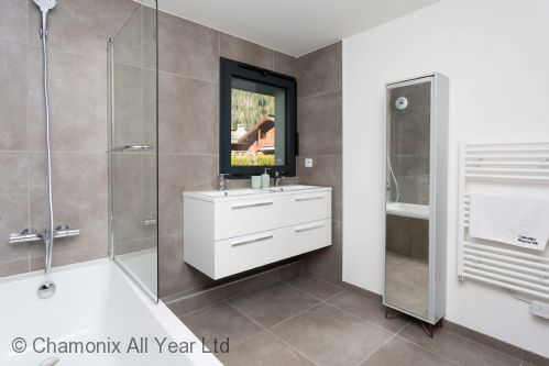 Ensuite bathroom with bath, overhead shower and WC