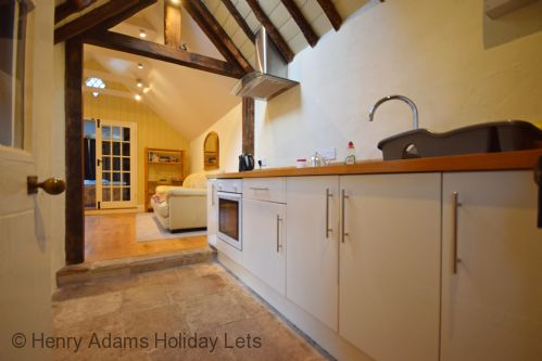 Upfront,up,front,reviews,accommodation,self,catering,rental,holiday,homes,cottages,feedback,information,genuine,trust,worthy,trustworthy,supercontrol,system,guests,customers,verified,exclusive,the cottage , chichester ,henry adams holiday lets,chichester ,,image,of,photo,picture,view