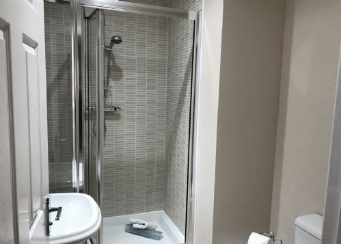 2nd double ensuite with shower